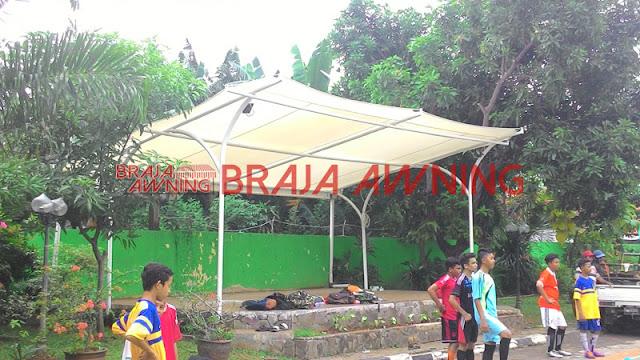 Tenda membrane di taman bermain
