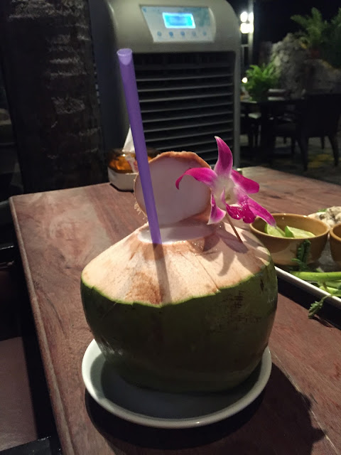 Сколько людей погибает от кокосов