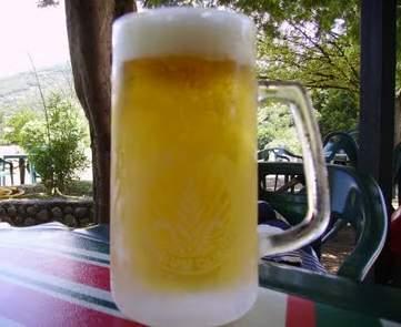 Marianorr y amigos todos-http://3.bp.blogspot.com/-qdMDDLdUPEE/TlJpB9m_ySI/AAAAAAAAAeU/zKPKO6K15-A/s1600/una_cerveza_helada.jpg