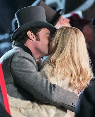 hugh-jackman-kisses-michelle-williams-on-set