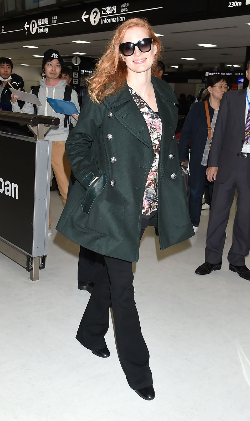 Photos of Jessica Chastain at Narita International Airport