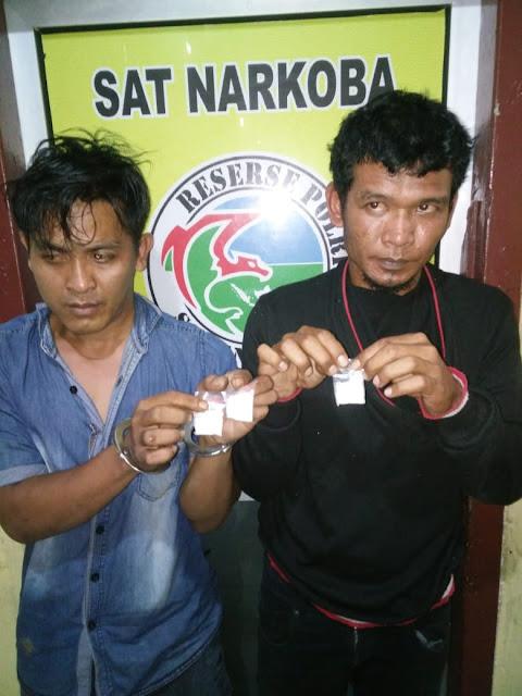 Buang Bungkusan Plastik, Dua Pria Ini Diamankan Polisi