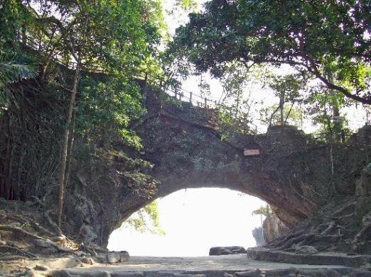 Cerita Mistis Sekitar Pantai Karang Bolong  Petir Fenomenal