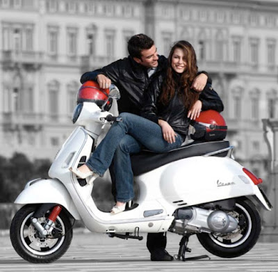 New 2017 Vespa GTS 300 Super Sport enjoying couple  Hd Photos