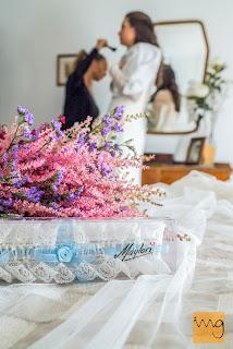 Fotografía de detalle de la liga de la novia