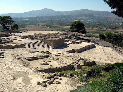 Phaistos and Ayia Triada in the Prepalatial period