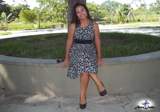 Look vestido rodado preto