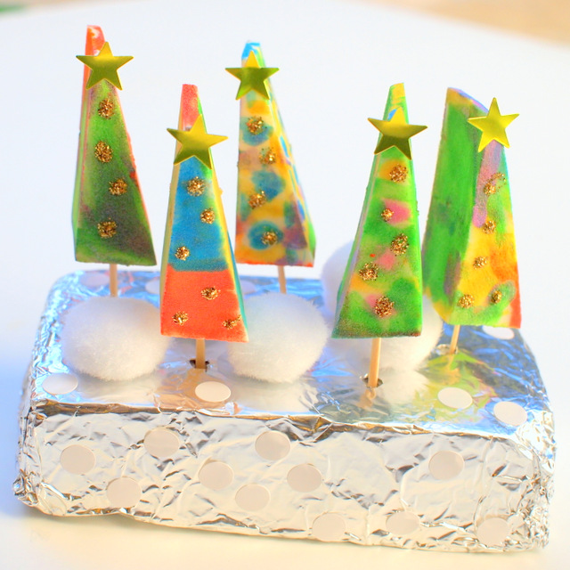 Easy Christmas Craft- Painted Sponge Christmas trees