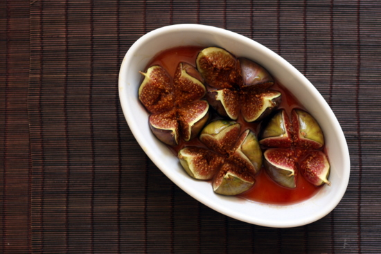 baked figs with honey, ginger and vanilla