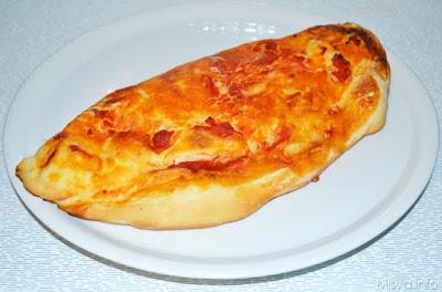Calzone de ricota, espinaca, jamón y queso