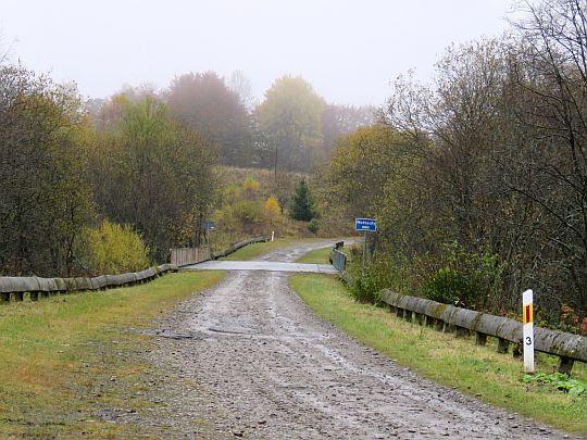 Droga na przełęcz Beskid. Most nad Wołosatką.