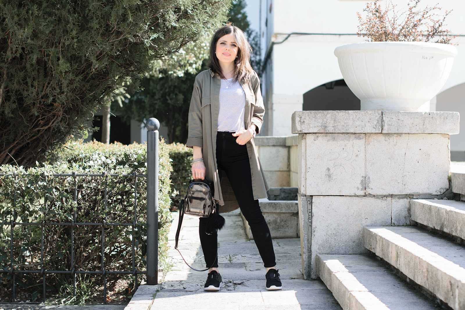 Look con sobrecamisa maxi de Zara