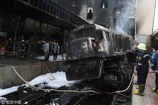 شاهد لحظه اصطدام القطار و انفجاره في محطة مصر