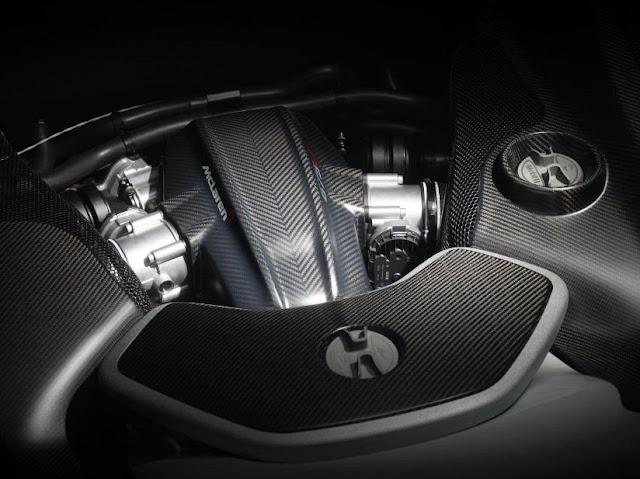 2016 MCLAREN 675LT Engine