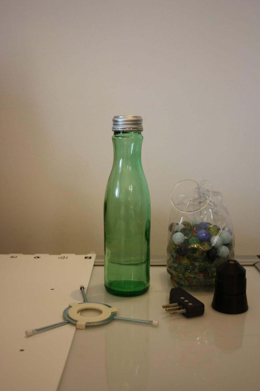 Come Forare Una Bottiglia Di Vetro.Il Baule Delle Idee Da Una Bottiglia A Una Lampada