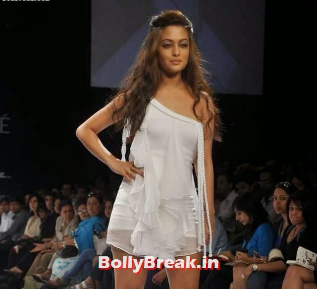 Riya Sen in Hot Clothes without Sleeves - 6 Pics: www.bollybreak.in/riya-sen-in-hot-clothes-without-sleeves-p-169310...