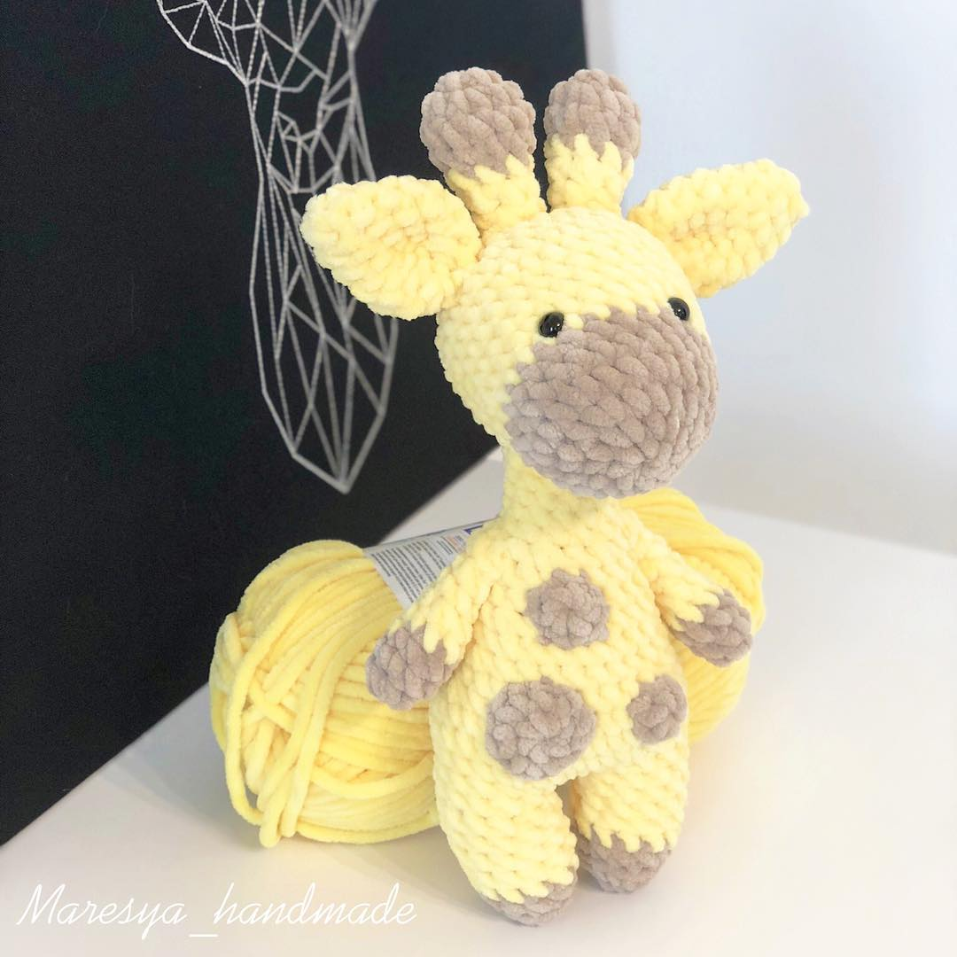 Crochet giraffe plush amigurumi toy
