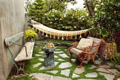 small backyard; backyard garden; backyard garden furniture; small backyard furniture; simple furniture backyard garden