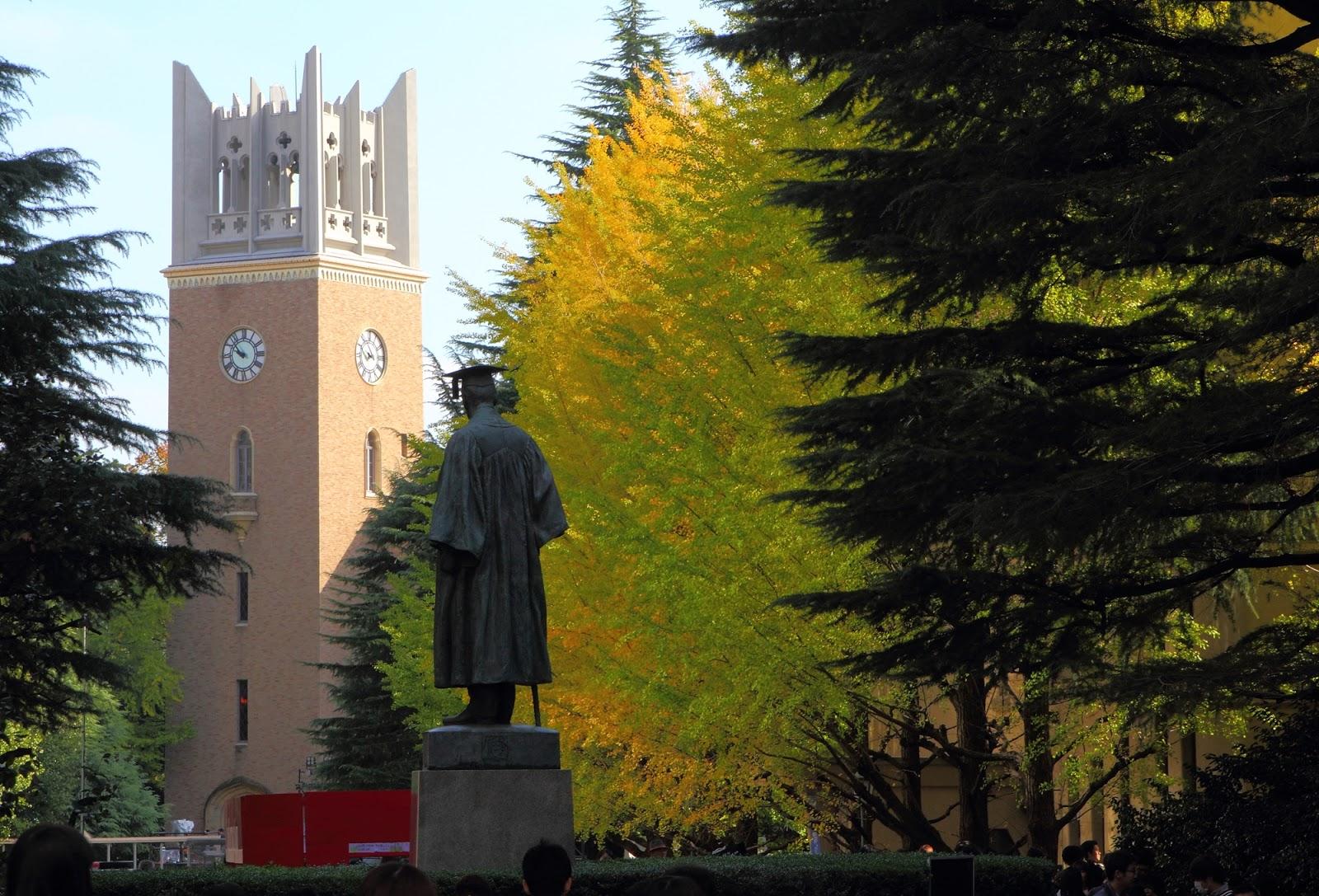早稲田大学の大隈重信の銅像