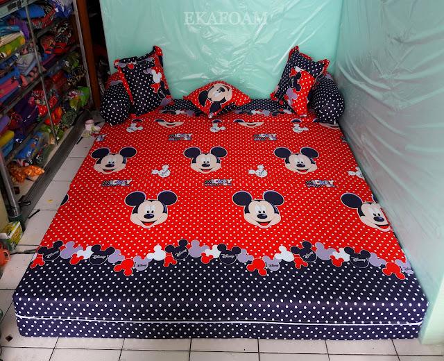Sofa bed inoac motif micky mouse merah