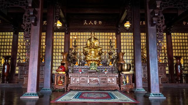 Chánh điện là công trình chính của chùa, nằm trên 320 mét vuông đất