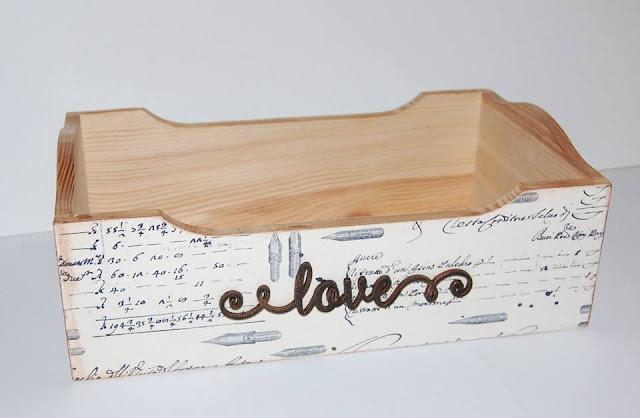 skrzyneczka ozdobiona napisem z EKO-DECO