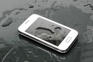 Tips Cara Mengatasi Smartphone Yang Terkena Air