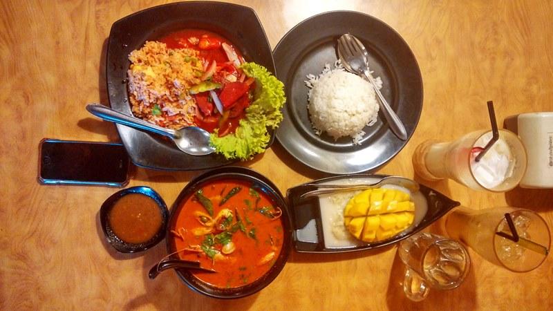 Tempat makan sedap di Johor Malaysia, Tom Yam, Sticky Rice Mango, Nasi Goreng, Kasturi Asam Boi, Longan Susu,