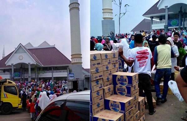 Rame Cuy! Sembako Ahok-Djarot Dibagikan di Masjid Raya Daan Mogot yang Baru Diresmikan Jokowi