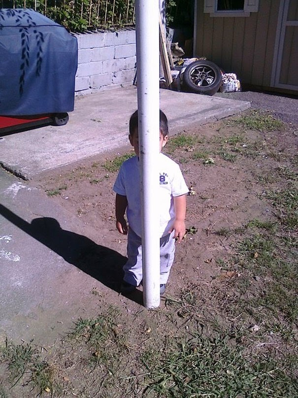 kids hiding1
