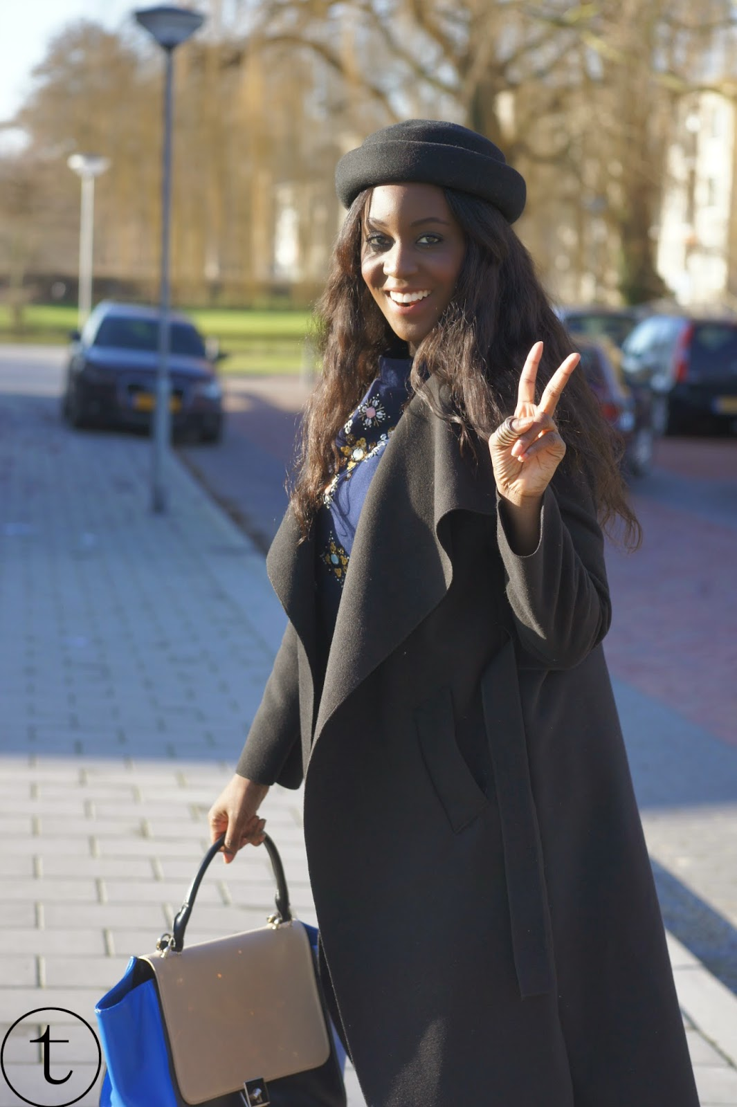 streetstyle photo wearing black coat and H&M outfit