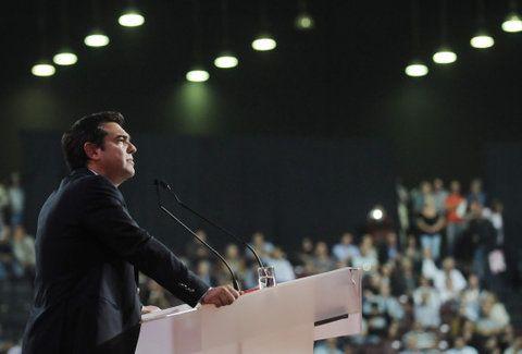 Έξαλλος ο Τσίπρας στο συνέδριο ΣΥΡΙΖΑ! Τα πήρε στο κρανίο ο πρωθυπουργός - Δείτε το απίστευτο στιγμιότυπο (Video)