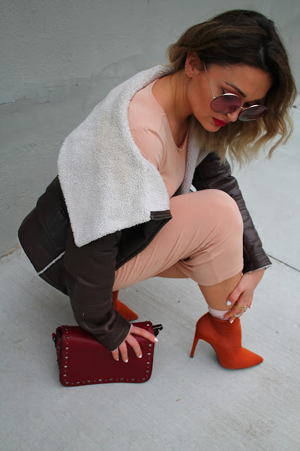 Yeezy, yeezy style, rustic colors, streetstyle, yeezy streetstyle, toronto streetstyle, zara rustic ankle boots, how to wear jersey dress, how to wear sock and booties, toronto fashion blogger, toronto style, best fashion blogger, leather shearling jacket, sock ankle boot, how to wear blush tones