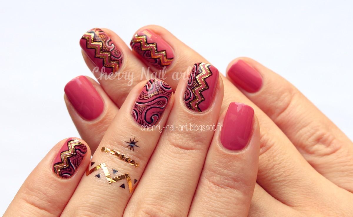 nail art abstrait avec tatouages ephemeres