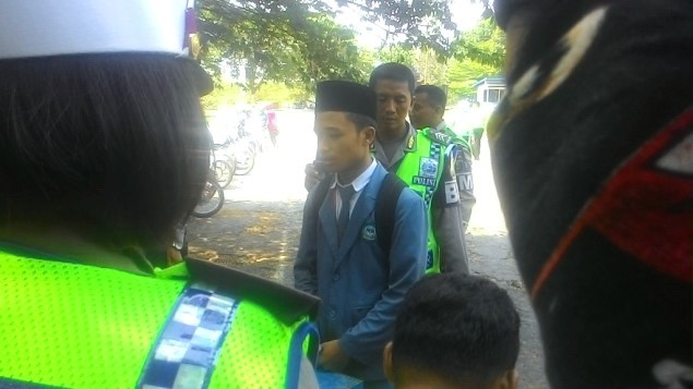 Langgar Lalu Lintas Di Sini, Polisi Beri Hukuman Menghafal Al Qur'an