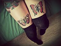 tatuajes de mariposas en las piernas