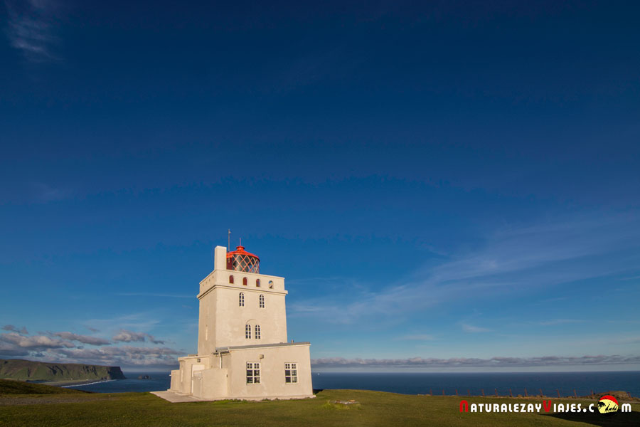 Faro junto a Dyrhólaey, Islandia