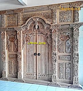 Pintu Gebyok Ukir Tempel