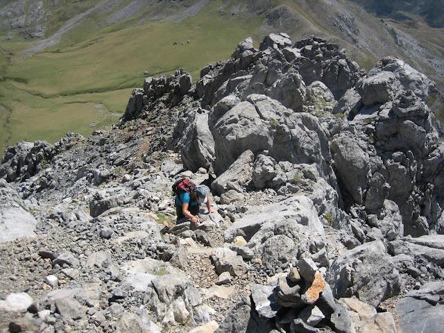 Rutas Montaña Asturias: Subiendo Peña Ubiña, llegando al final de la zona más escarpada