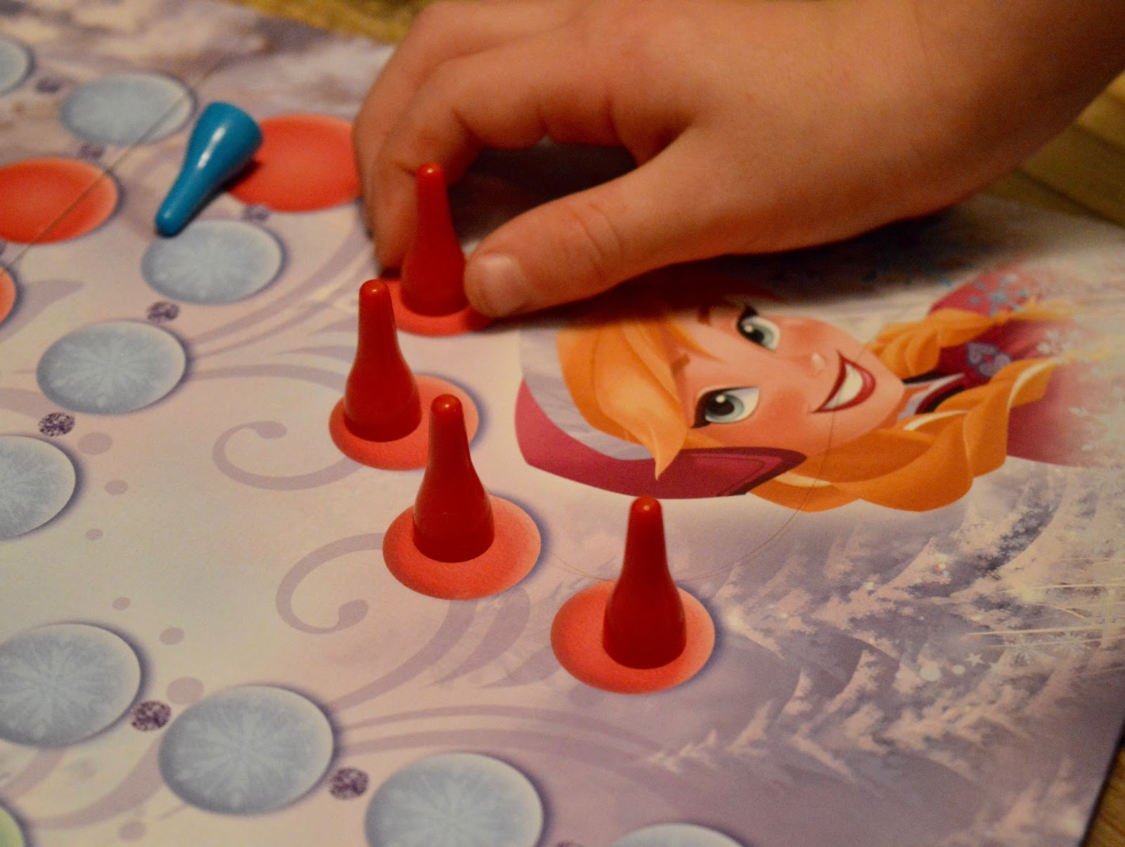 Top Family Board Game - Frozen Ludo