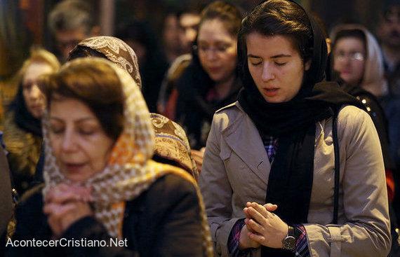 Mujeres cristianas iraníes en una iglesia en Irán