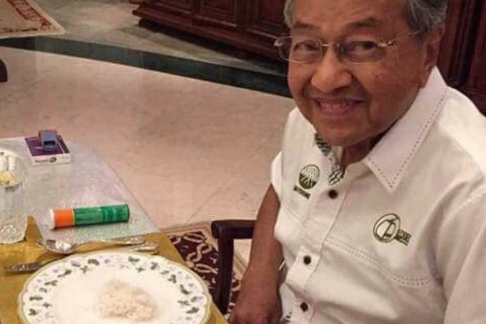 a210124360a497 From Berocca To Bata! Tun M Shows That He s Just Like Any Other ...