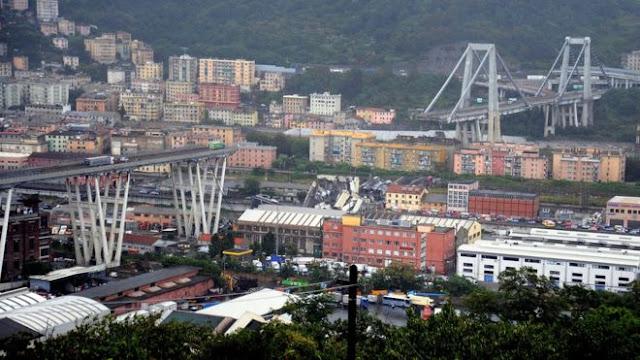 Italian motorway structure collapses onto houses 300 ft below _102967384_mediaitem102967381