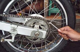 Merawat Rantai Sepeda Motor sangatlah penting untuk dilakukan secara terencana Tips Merawat Rantai Sepeda Motor