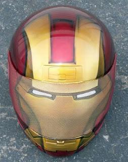 casco de motocicleta pintado con aerografo Iron man