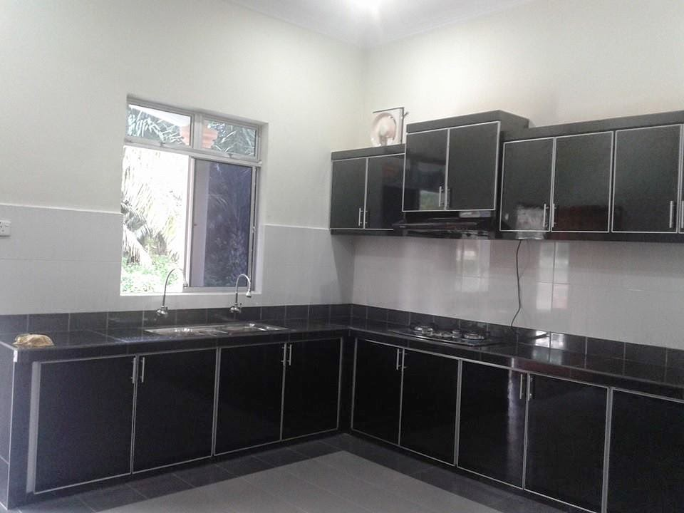 Minggu Ni Saya Menyiapkan Kabinet Dapur Berwarna Hitam Sebab Jubin Yang Terdapat Pada Ini Dan Dindingnya Warna Putih