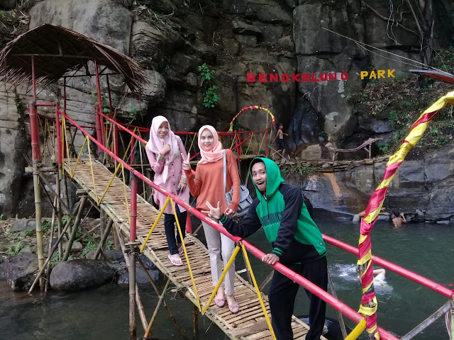 Spot Foto Instagramable di Jembatan Cinta Bengkelung Park Pekalongan