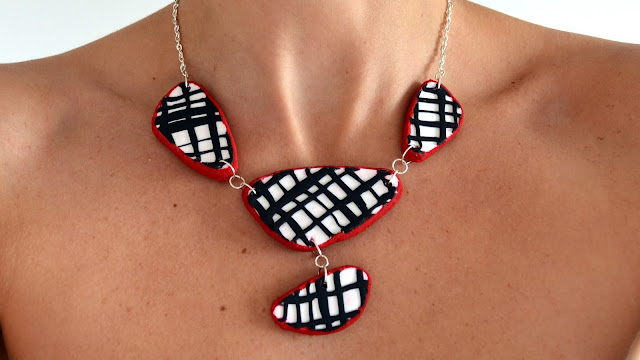 http://www.elrincondefrifri.com/2015/06/collar-arcilla-polimerica-inspiracion-desigual.html