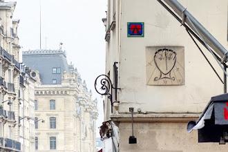 Paris : Cadran solaire signé Salvador Dali, heure approximative et grand cérémoniel - Vème