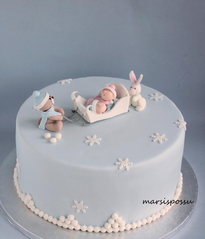 Talvinen ristiäiskakku kaksosille